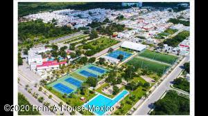 Terreno En Ventaen Merida, Real Montejo, Mexico, MX RAH: 22-538
