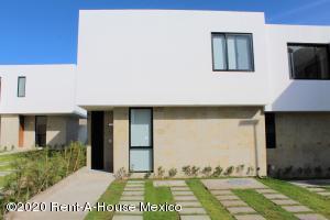 Casa En Rentaen El Marques, Zibata, Mexico, MX RAH: 22-564