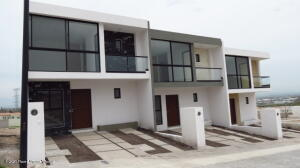 Casa En Ventaen El Marques, Capital Sur, Mexico, MX RAH: 22-577