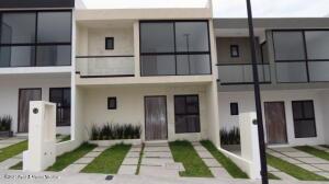 Casa En Ventaen El Marques, Capital Sur, Mexico, MX RAH: 22-578