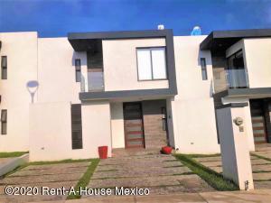 Casa En Rentaen El Marques, Zibata, Mexico, MX RAH: 22-604