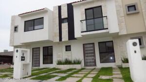 Casa En Ventaen El Marques, Capital Sur, Mexico, MX RAH: 22-611