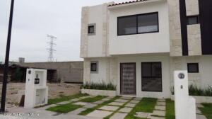 Casa En Ventaen El Marques, Capital Sur, Mexico, MX RAH: 22-612