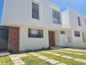Casa En Ventaen El Marques, Zibata, Mexico, MX RAH: 22-653