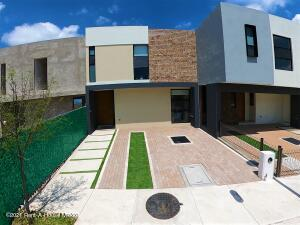 Casa En Ventaen El Marques, Zibata, Mexico, MX RAH: 22-690