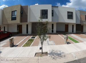 Casa En Rentaen El Marques, Zibata, Mexico, MX RAH: 22-724