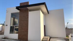 Casa En Ventaen Tequisquiapan, Colinas Campestre, Mexico, MX RAH: 22-761