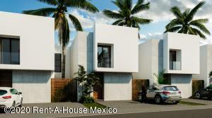 Casa En Ventaen Queretaro, San Isidro Juriquilla, Mexico, MX RAH: 22-779