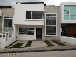 Casa En Ventaen Queretaro, Milenio 3Era Seccion, Mexico, MX RAH: 22-839