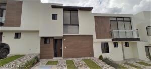 Casa En Rentaen El Marques, Zibata, Mexico, MX RAH: 22-544