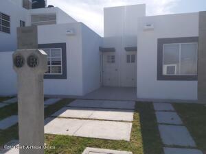 Casa En Ventaen Queretaro, Eduardo Loarca, Mexico, MX RAH: 22-958