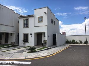 Casa En Rentaen Queretaro, El Mirador, Mexico, MX RAH: 22-1012