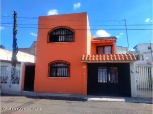 Casa En Rentaen Queretaro, Vista Alegre 1Era Seccion, Mexico, MX RAH: 22-1100