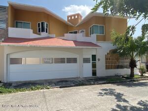 Casa En Ventaen Medellin De Bravo, Puente De Bravo, Mexico, MX RAH: 21-2192