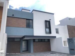 Casa En Ventaen El Marques, Zibata, Mexico, MX RAH: 22-1154