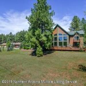 Lovely Golf Course View Estate in Pinewood Country Club