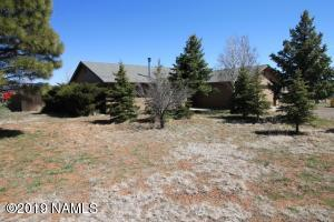 Single level ranch style home in move in condition. On a County paved road