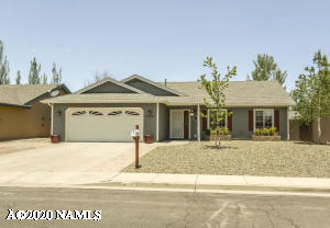 BEAUTIFUL Single Level home is located near some of the most popular hiking trails in Flagstaff!