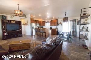 9905 E Jordan Lane, Flagstaff, AZ 86004