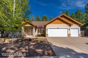 Single Level Amberwood Home with a 3CG!!