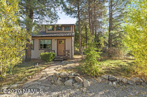 What a sweet home in the beautiful Ponderosa Pines!