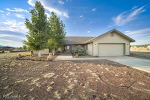 8883 E Neptune Drive, Flagstaff, AZ 86004