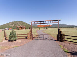 3130 N Spring Valley Road, Parks, AZ 86018