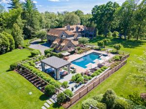 358 Lukes Wood Road, New Canaan, CT 06840