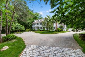 75 Lake Wind Road, New Canaan, CT 06840