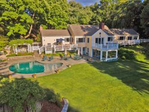 290 Weed Street, New Canaan, CT 06840