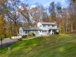 32 Colonial Road, New Canaan, CT 06840