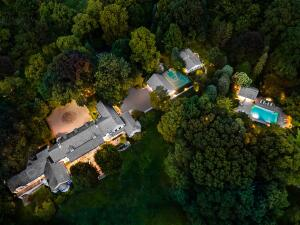 573 Cascade Road, New Canaan, CT 06840