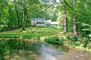 493 Valley Road, New Canaan, CT 06840