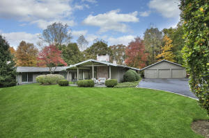 104 Woods End Road, New Canaan, CT 06840