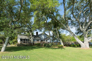 2704 Lennoxville Road, Beaufort, NC 28516