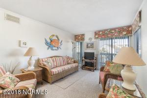 251 SeaSpray - Living Room