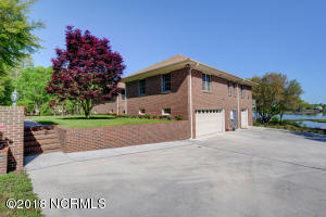 608 Ballast Point Road, Hampstead, NC 28443