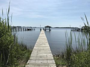 1111 Chadwick Shores Drive, Sneads Ferry, NC 28460