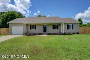 308 Rolling Meadow Court, Richlands, NC 28574