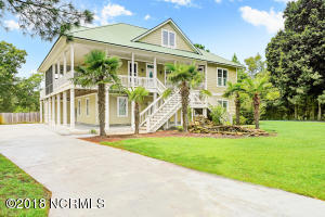 Quiet cul-de-sac in the exclusive Middle Point community off Sloop Point Loop Rd in Hampstead! Private dock leading out to the Intracoastal overlooking the marsh. Community boat ramp and dock out to the Intracoastal waterway. High end kitchen with Wolf gas range. Wrap around porch with large, expansive deck for entertaining and screened in porch as well.