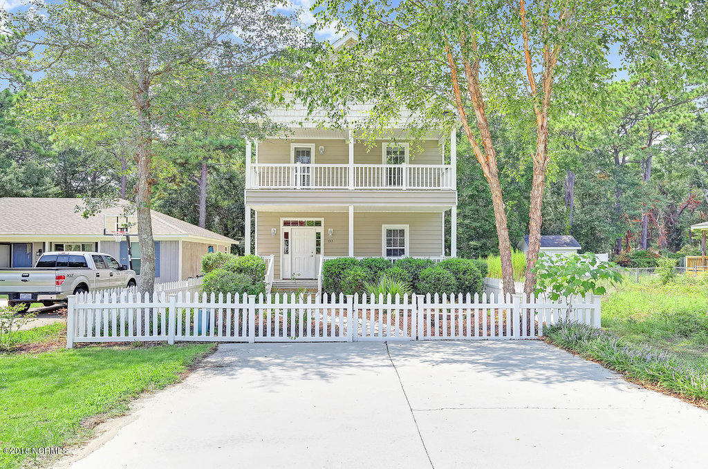 1013 N Lord Street Southport, NC 28461