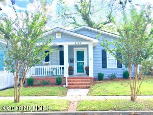 Move right in to this fully updated , clean as a whistle cottage!