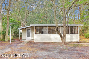 221 NE 67th Street, Oak Island, NC 28465