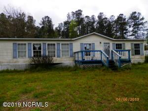 136 Pinewood Lane, Whiteville, NC 28472