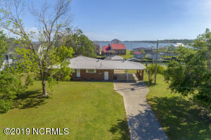 129 Canal Drive, Sneads Ferry, NC 28460