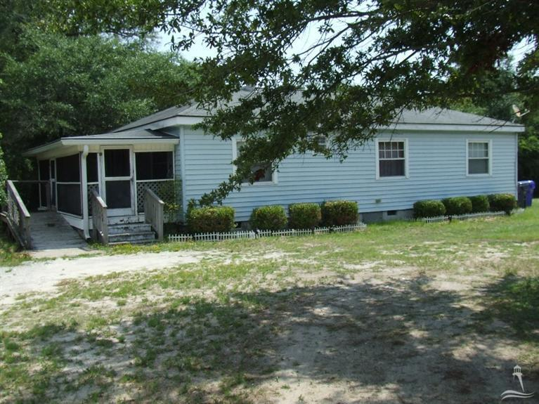 408 E West Street Southport, NC 28461