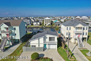 928 Broadway Street, Surf City, NC 28445