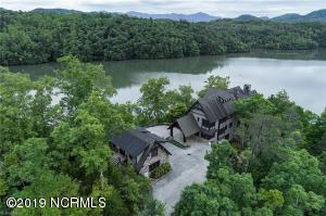 410 Lakewood Drive, Bryson City, NC 28713