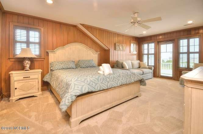 6622 Kings Lynn Drive Oak Island, NC 28465