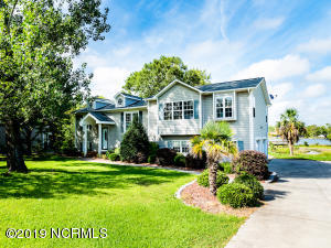 Waterfront home with easy access to Bogue Sound